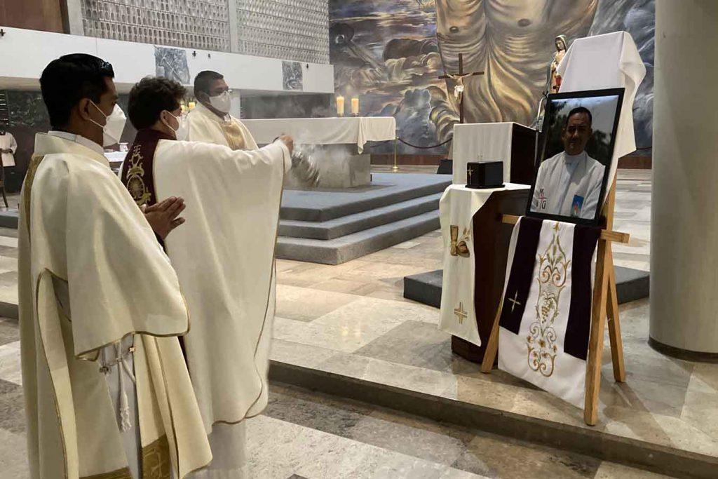 Se llevó a cabo la misa de depósito de cenizas del P. José Luis Ochoa Vega, MG